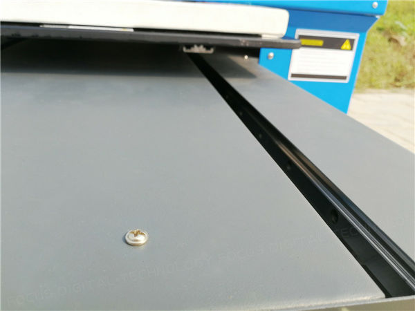 4. मशीन स्थिर कार्यरत असल्याचे सुनिश्चित करण्यासाठी प्लास्टिक कार्ड प्रिंटरच्या किल म्हणून तयार केलेले चिकन अॅल्युमिनियम प्रोफाइल.